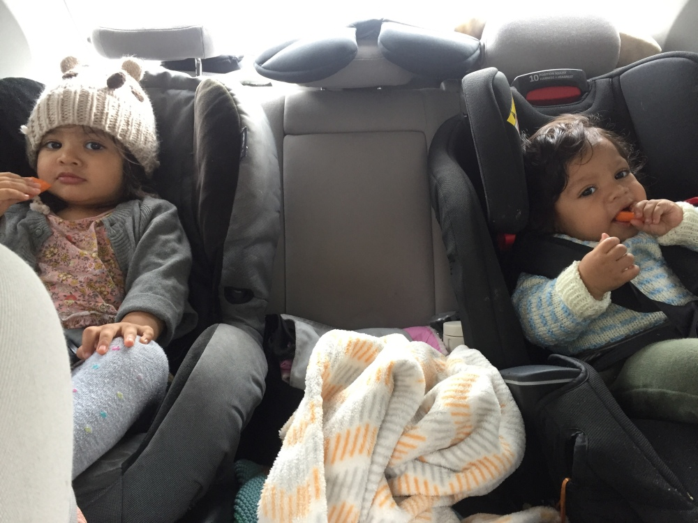 Best way to amuse babies on long journeys? Fill them up with food! #mumhack